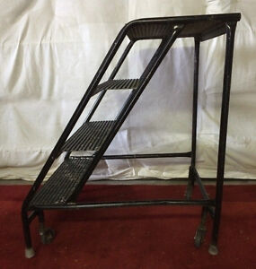 MOBILE STAIRS, ROLLING LADDER