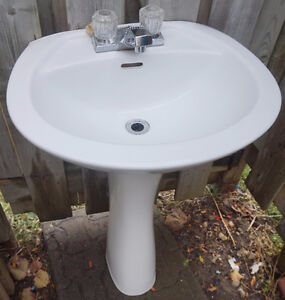 Pedestal sink/lavatory with faucet