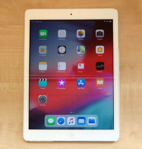 IPAD AIR (WIFI ONLY) 16GB SILVER - 9/10 condition