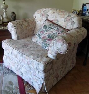 Floral Victorian-Style Upholstered Sofa Chair - Beautiful