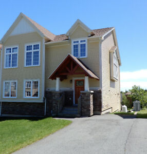Executive / Small Family 3 Bedroom Rental in Mount Royale