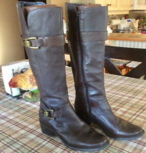 Women's Tall brown leather boots size 8