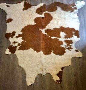 Cow Hide Rug/Wall Decor In Excellent Condition