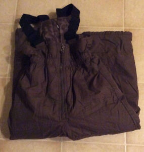 Two-piece Girls size 6 snowsuit in excellent condition! Sarnia Sarnia Area image 2