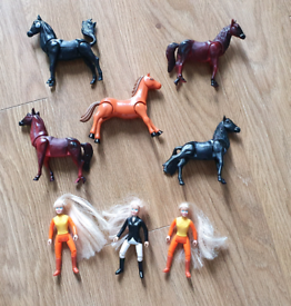 Mini barbie doll horse riders & 5 ponies polly pocket size From a pet