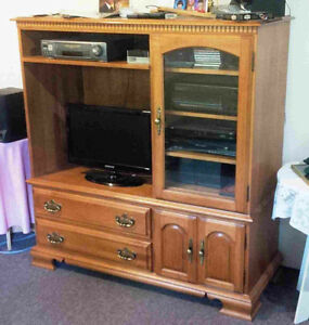 Roxton Solid maple wood entertainment unit
