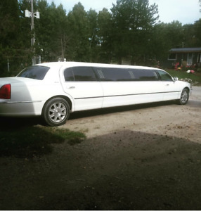 2011 Stretched Lincoln Town Car - Like New!
