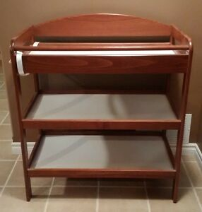 Change table kijiji free classifieds in kingston find for Meuble bureau guimond