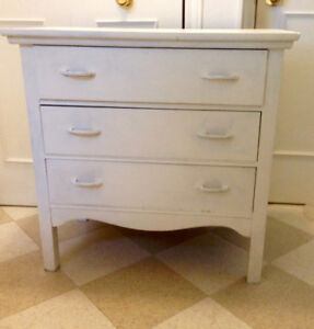 Beautiful Antique Dresser, Dovetail Drawers that slide easily
