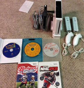 Nintendo Wii With 2 controllers/2 Nunchucks and 5 Games!!