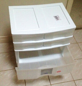 Dresser Light Plastic for Student or Child Clean and Little Used Sarnia Sarnia Area image 2