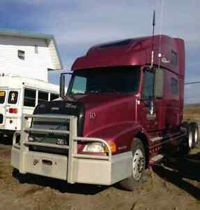 2000 Volvo 770 (D12 volvo) -parts truck - no hood or bumper