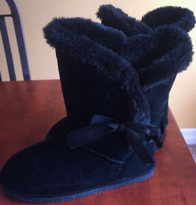 **BLACK UGG-LIKE BOOTS FOR SALE-SIZE 11**