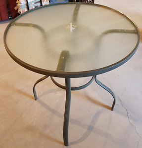 Patio table approx 31 inch round with glass top and custom cover