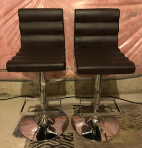 Chocolate brown swivel bar stools. Excellent Condition