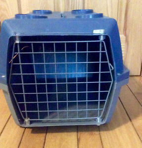 Portable Dog Kennel/Carrier With Handle - St. Thomas