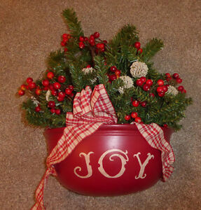'JOY' green red and white wall decor