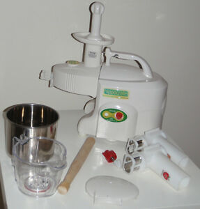 Green Power Kempo Juicer - new condition