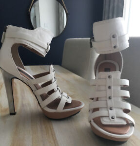 BCBG RUNWAY - sandales cuir blanc / white leather sandals - 6M