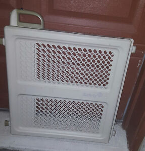 baby gate buy or sell gates monitors in ottawa kijiji classifieds. Black Bedroom Furniture Sets. Home Design Ideas