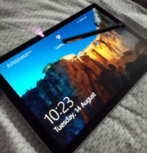 Microsoft Surface Pro 5 - Mint Condition w / Bamboo Ink Pen