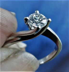 Beautiful 14kt white gold 4 prong solitarie Engagement ring