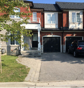 Spacious Townhome for Rent in Yonge and Hwy7