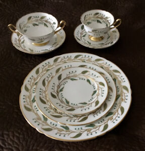 Shelley Laurel China Set Green Gold Ivy 84 Pieces Dinnerware