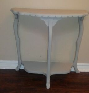 Elegant Grey Chalk Painted Side/Accent Table