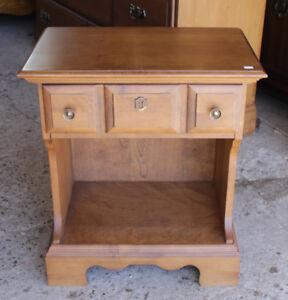 Vilas Solid Maple 1 Drawer Night Table