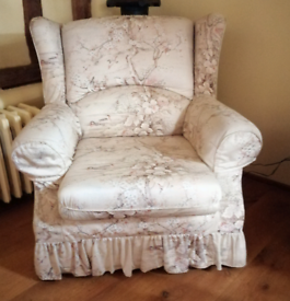 2 classic armchairs