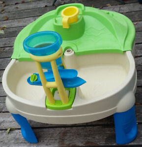 Step 2 Sand & Water Table with Cover and Toys