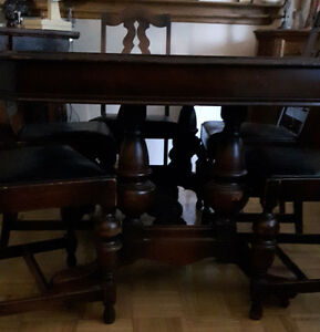 Dining Table and 5 Chairs Antique
