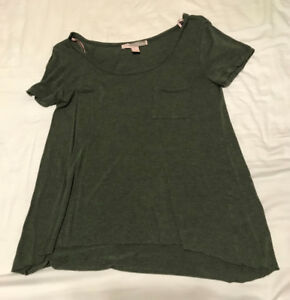 Army-Green Flowy Scoop Neck Pocket T-Shirt