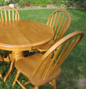 TABLE ~ SOLID MAPLE / HARDWOOD ~ 3 CHAIRS ~ Like NEW Condition!