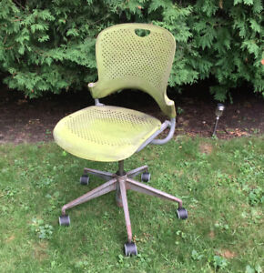 HERMAN MILLER 'CAPER' CHAIR