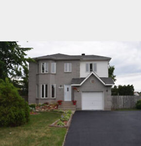 Beautiful Corner Lot Home in Pierrefonds