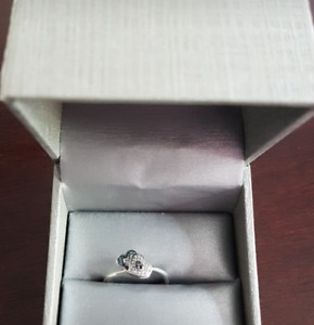 Blue and White Diamond SS Ring