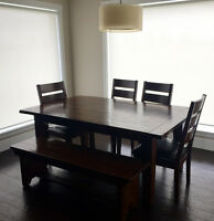 Broyhill dining table, chairs, bench and 2 leaves
