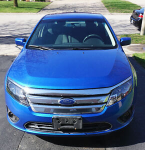 VERY LOW MILEAGE + EXTRAS!!! - 2011 Ford Fusion SE Sedan