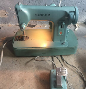 SINGER Sewing Machine has all plugs