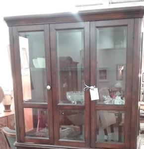 Hutch - for parts or repair