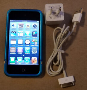 Apple iPod Touch 8gb - 4th Generation w Case
