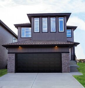AMAZING HOME WITH LARGE OPEN FLOOR PLAN!!