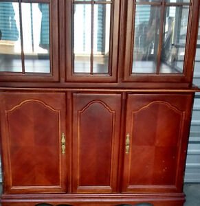 Elegant Cherry Wood Buffet & Hutch Kitchener / Waterloo Kitchener Area image 3