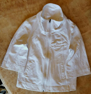 LULULEMON WRAP/JACKET SIZE 6 IN VERY GOOD CONDITION.