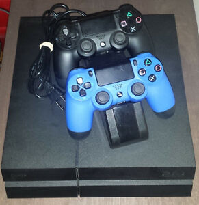 500GB PS4 w/ 2 Controllers and Charging Dock *Excellent Cond*