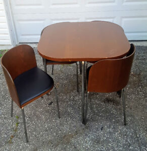 Mid Century Retro Table and Chairs - Space saving design
