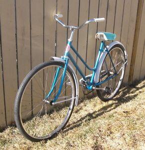 Ladies CCM Rambler 500  Single Speed Road Cruiser Bicycle