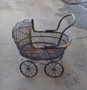VINTAGE WICKER DOLL CARRIAGE OR FOR DISPLAY